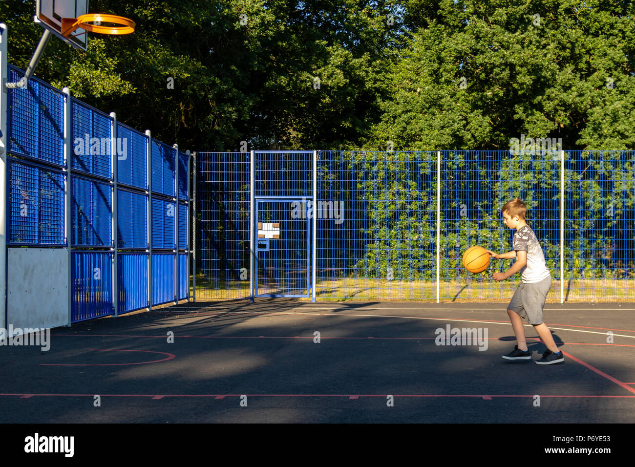 Child amp; Shooting Alamy Images Photos Basket xqwFPqS7T