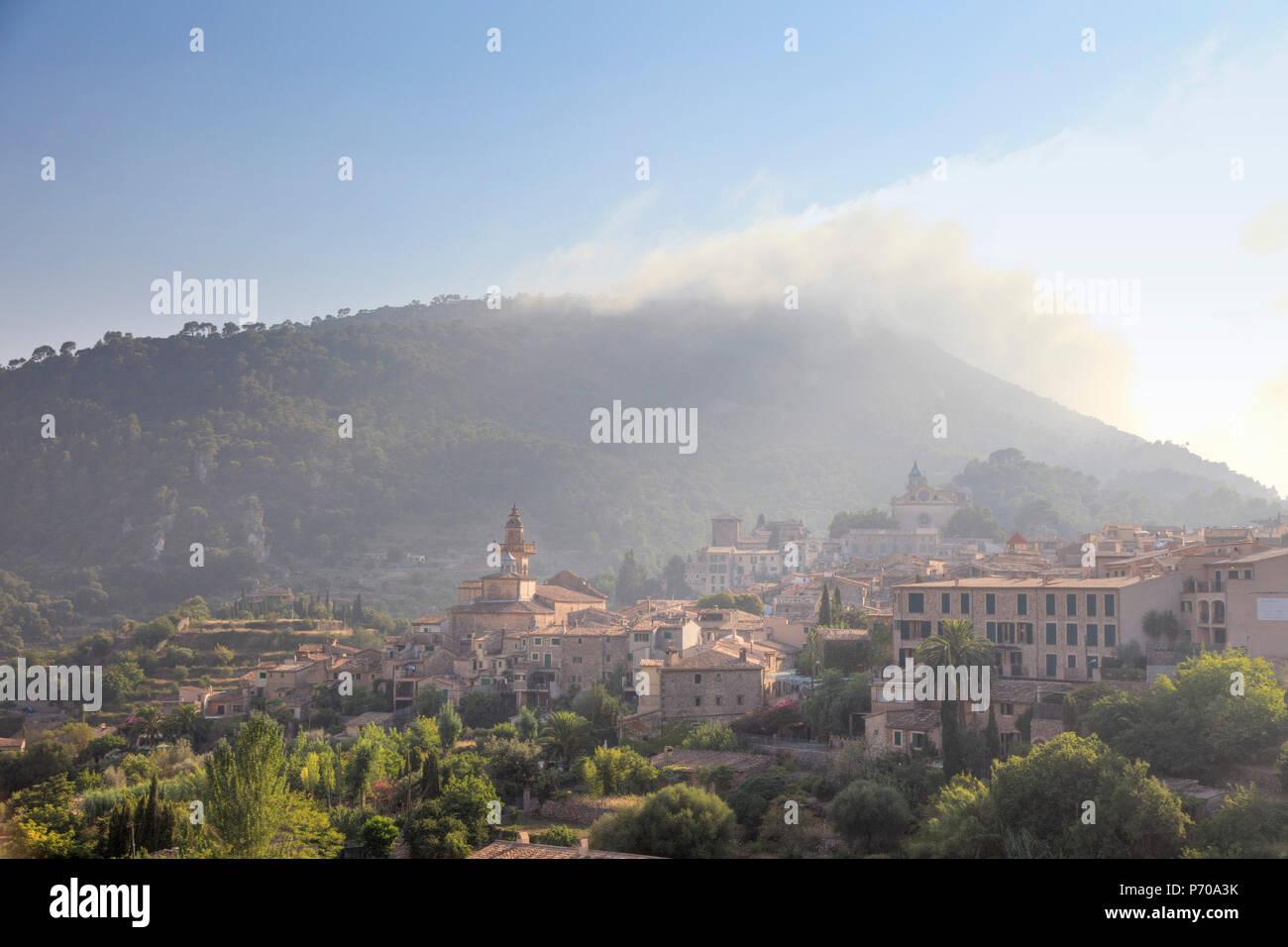 L'Espagne, Îles Baléares, Mallorca, village de montagne de Valldemossa Banque D'Images