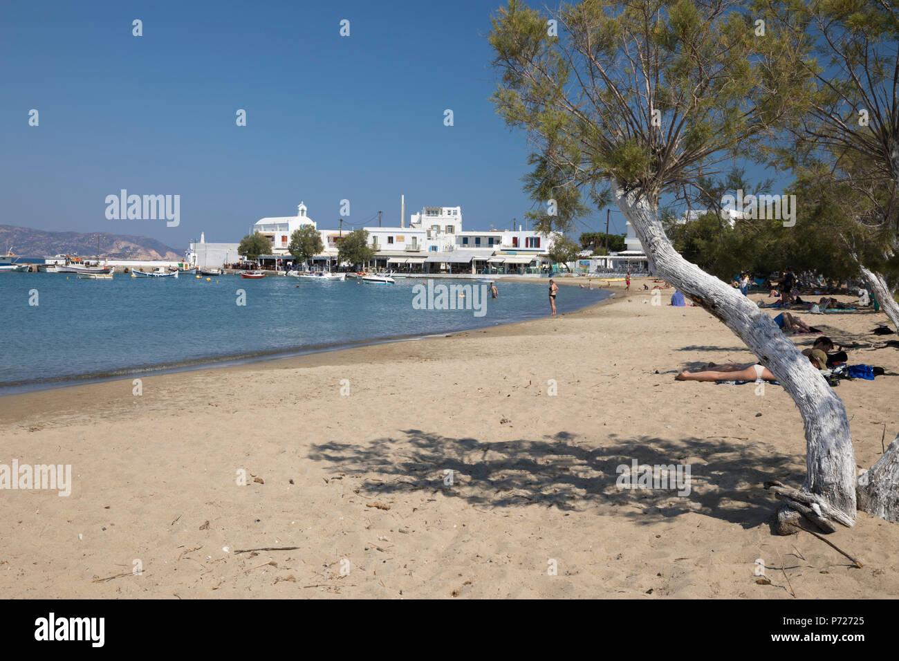 Le long de la plage de sable blanc, de Pollonia, Milos, Cyclades, Mer Égée, îles grecques, Grèce, Europe Banque D'Images