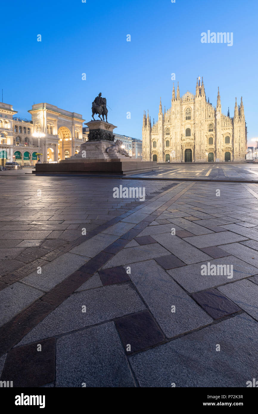 Statue de Vittorio Emanuele II monument et la cathédrale de Milan (Duomo), Milan, Lombardie, Italie, Europe Photo Stock
