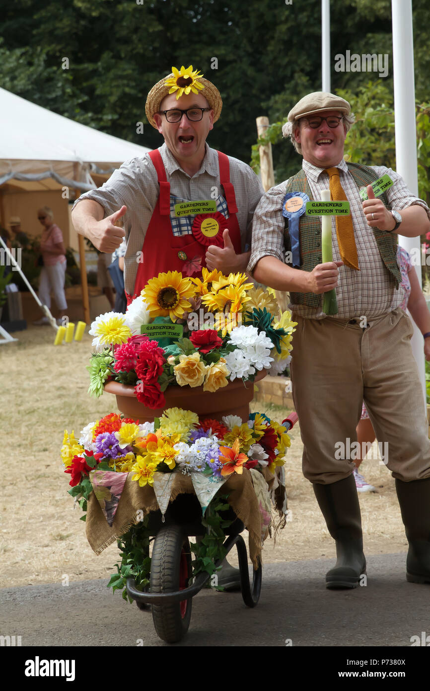 Dunmurry Uk 4 Juillet 2018 Des Comediens En Costume De Divertir