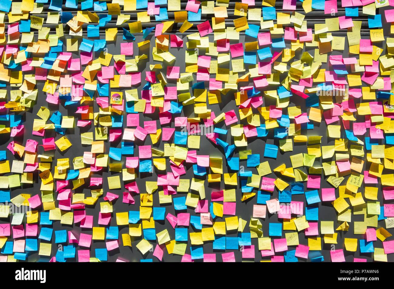 Mur recouvert de post-it (référendum avortement soutien), Temple Bar, Dublin, Leinster Province, République d'Irlande Photo Stock