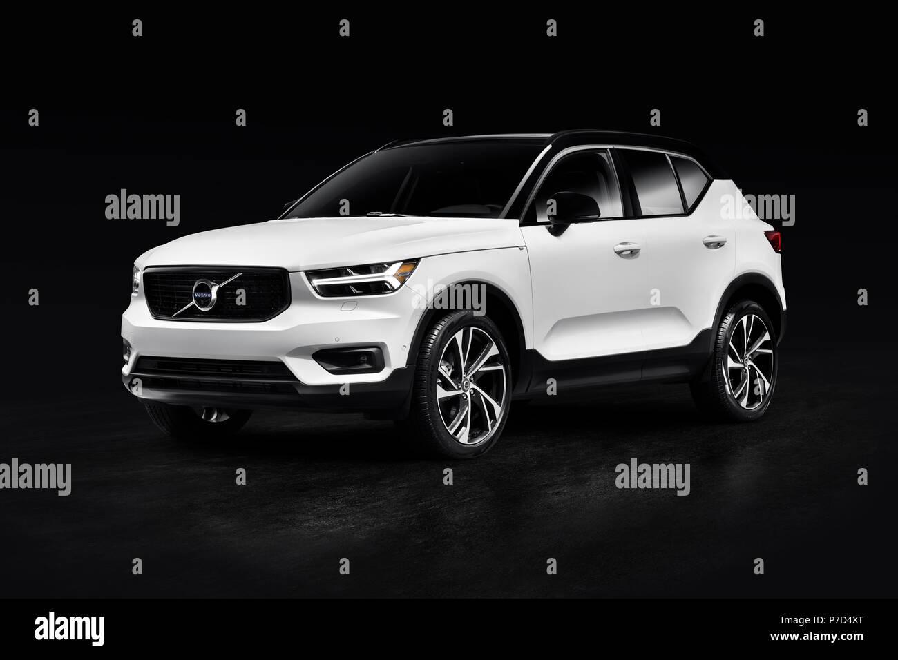 White 2019 Volvo Xc40 T5 Awd R Design Suv Voitures De Luxe Isole Sur