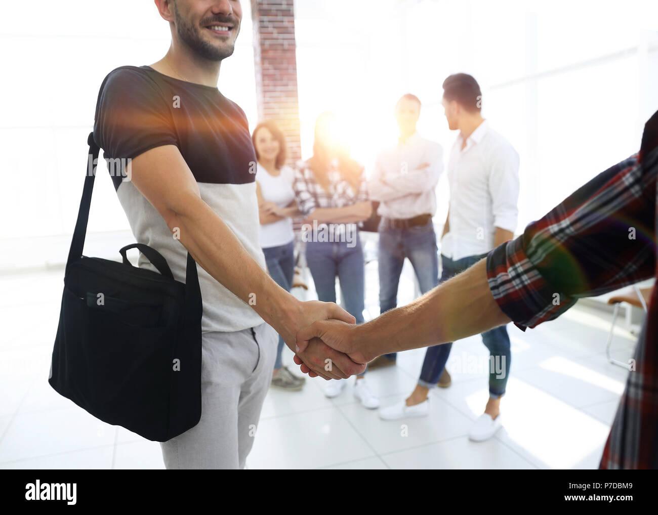 Poignée de main entre le concepteur et le client Photo Stock
