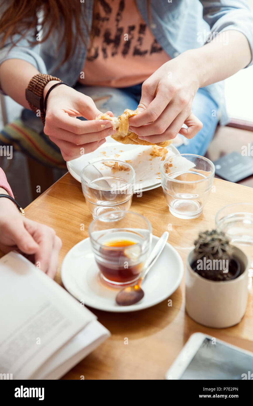 Femme pastry in cafe Photo Stock