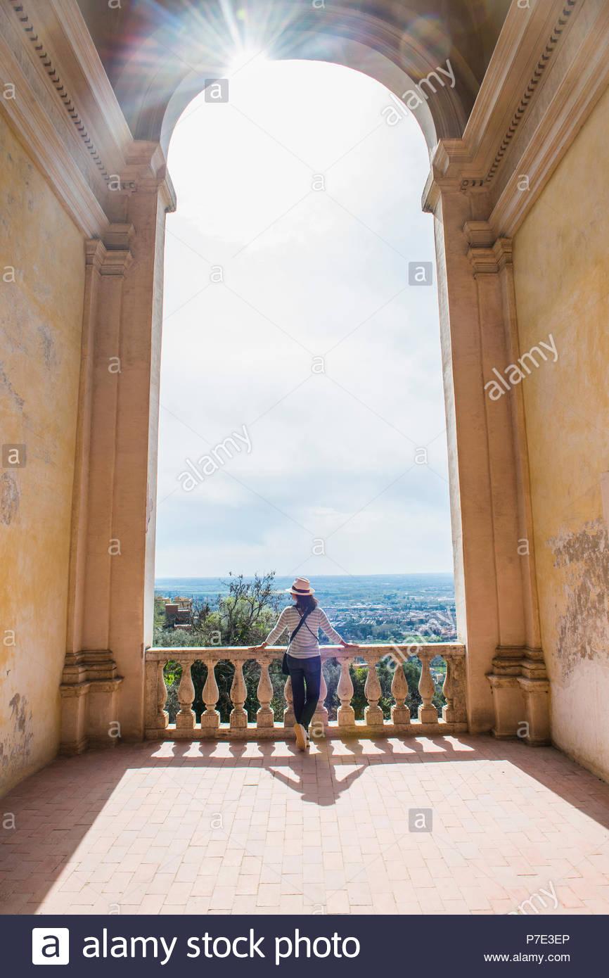 Dans Les Jardins De Tivoli Touristiques Lazio Italie Banque D