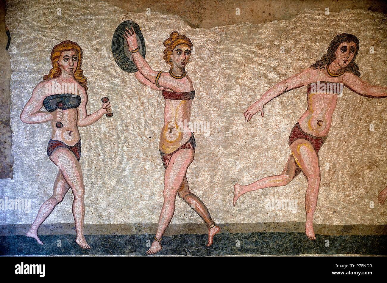 mosaique-de-trois-femmes-en-bikini-penda