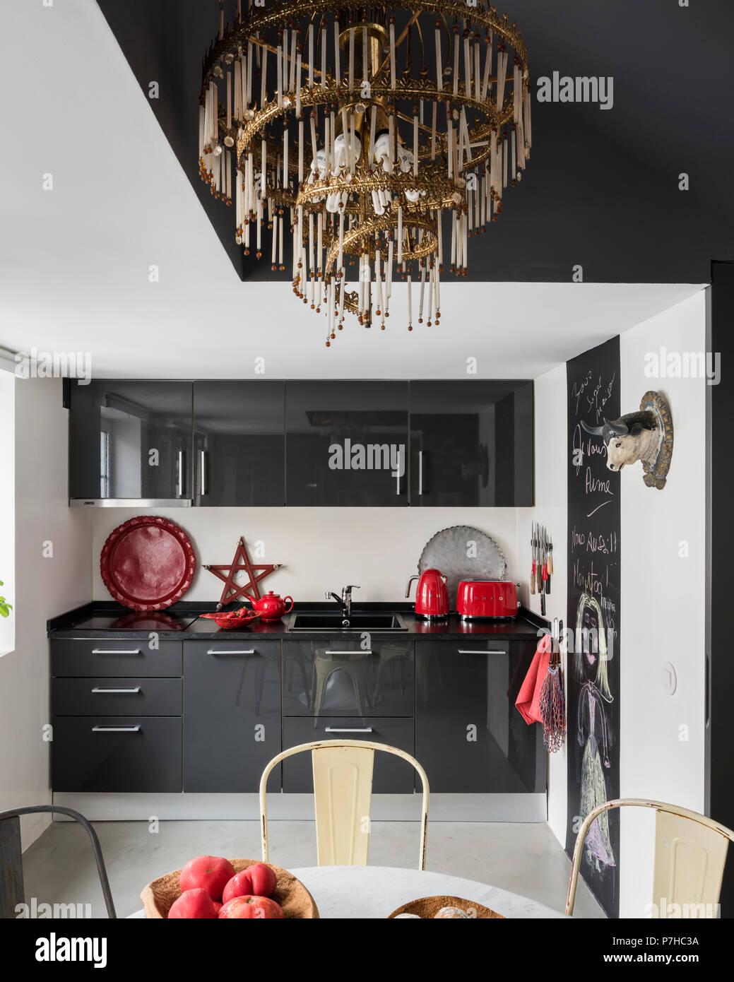 Fantastique Télévision la façade gris foncé en unités de cuisine cuisine NQ-68