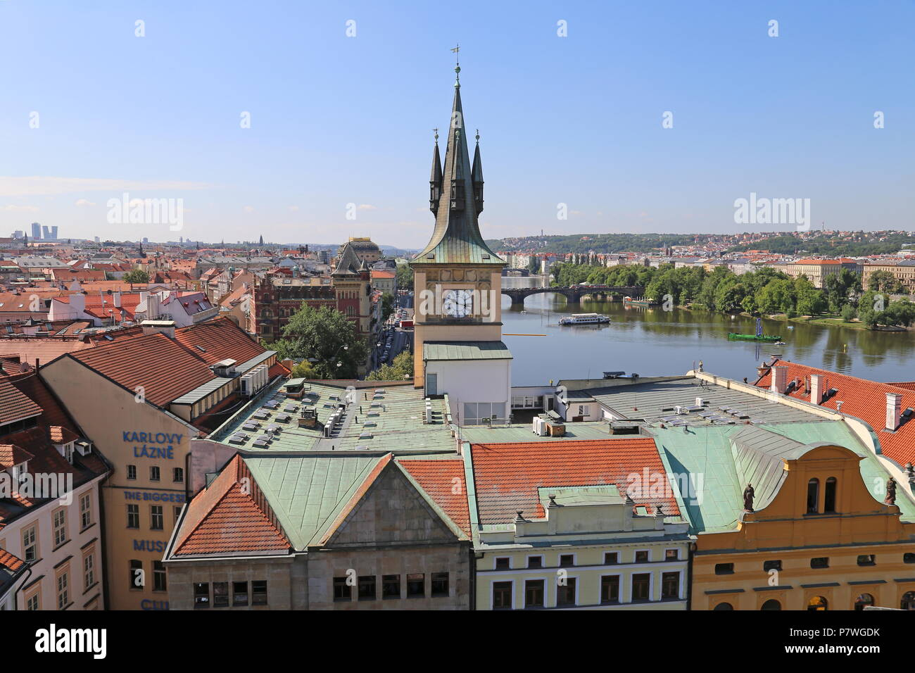 Vltava de la vieille ville, Staré Město Tour du pont (vieille ville), Prague, Tchéquie (République tchèque), de l'Europe Photo Stock