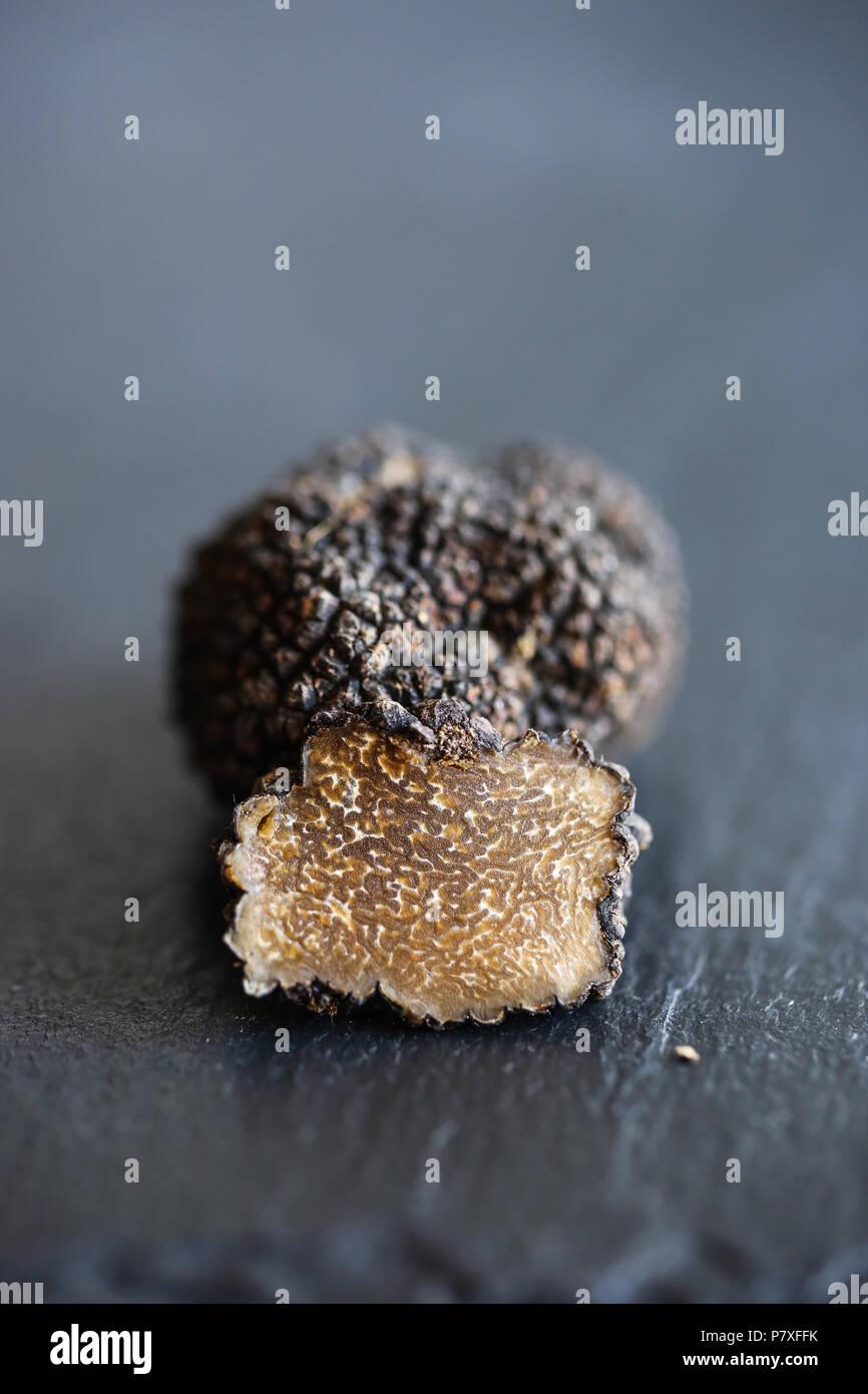 Les truffes blanches d'été, le diamant de la cuisine. Photo Stock