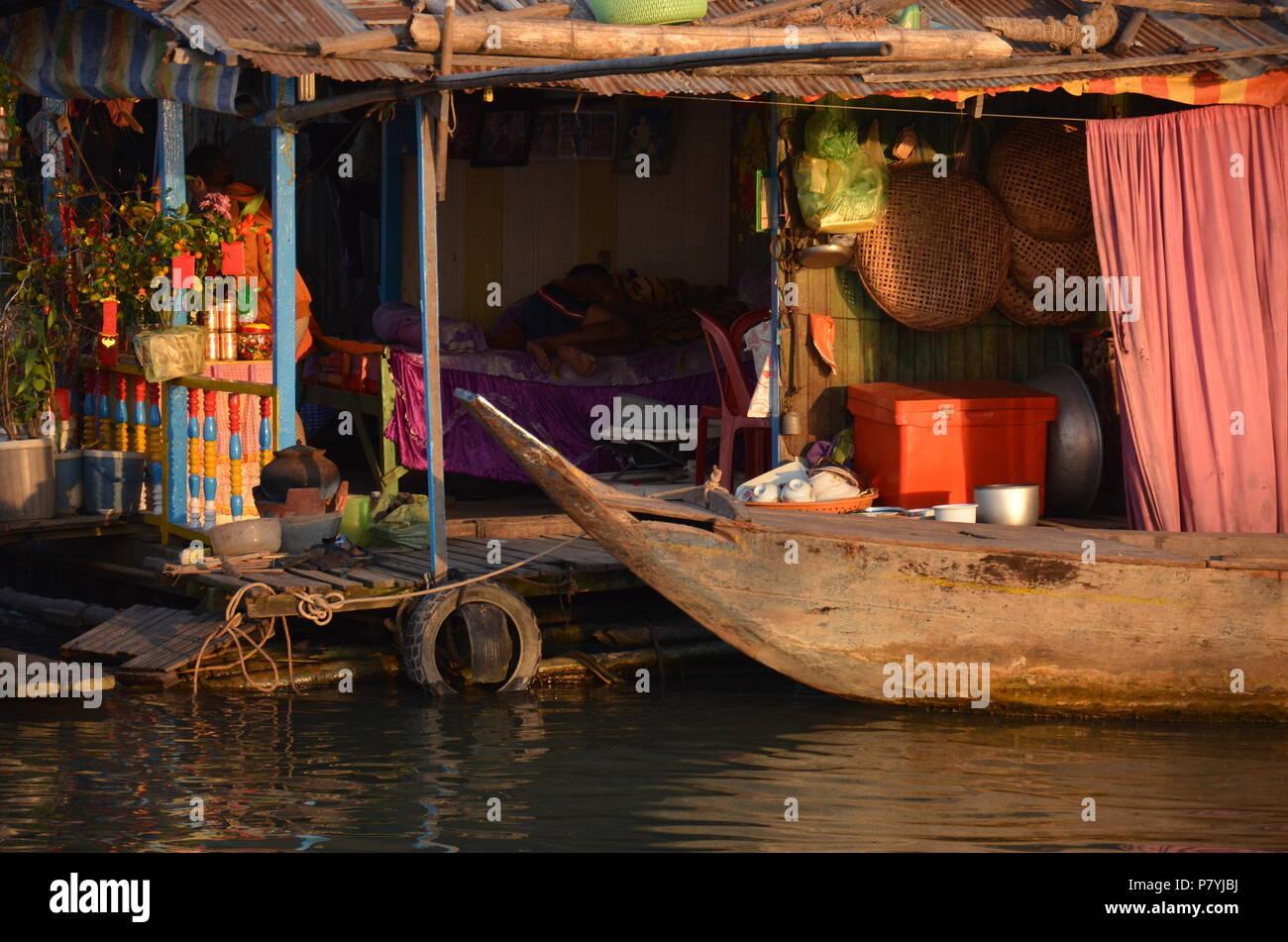 Vie simple et de la chambre sur l'eau au Cambodge Photo Stock
