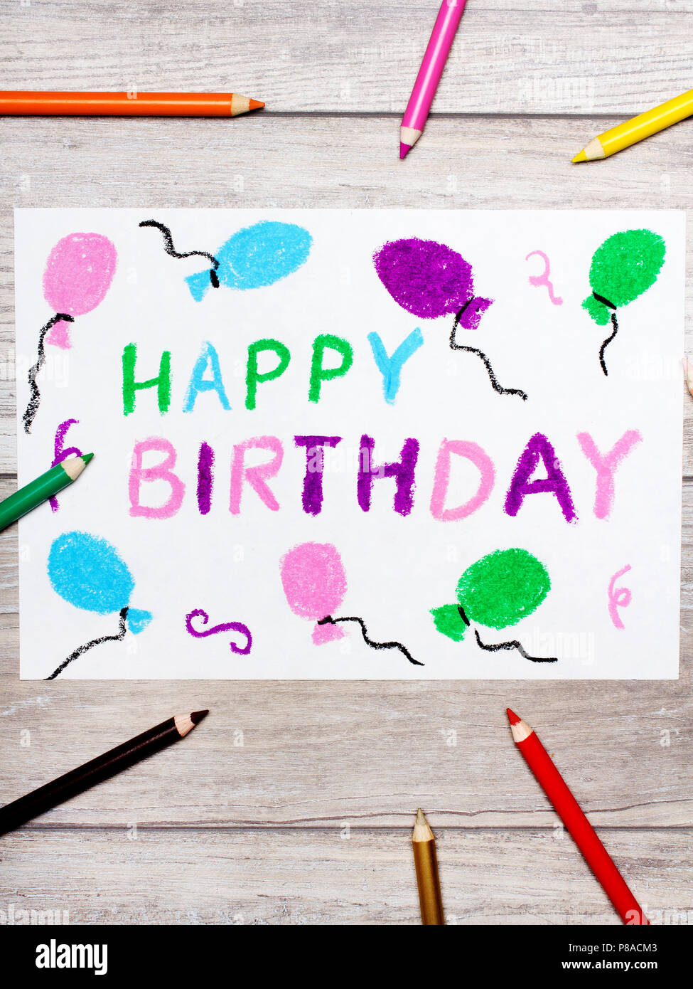 Photo De Dessin Colore Happy Birthday Card Sur Fond De Bois Photo Stock Alamy