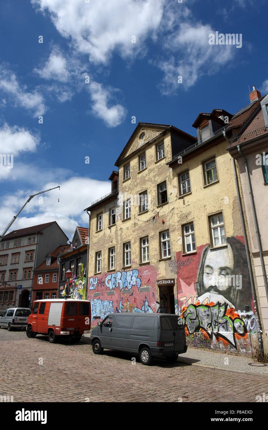 L'Allemagne de Weimar dans l'accroupissement bâtiment abandonné avec grafitti politique sur les murs Photo Stock