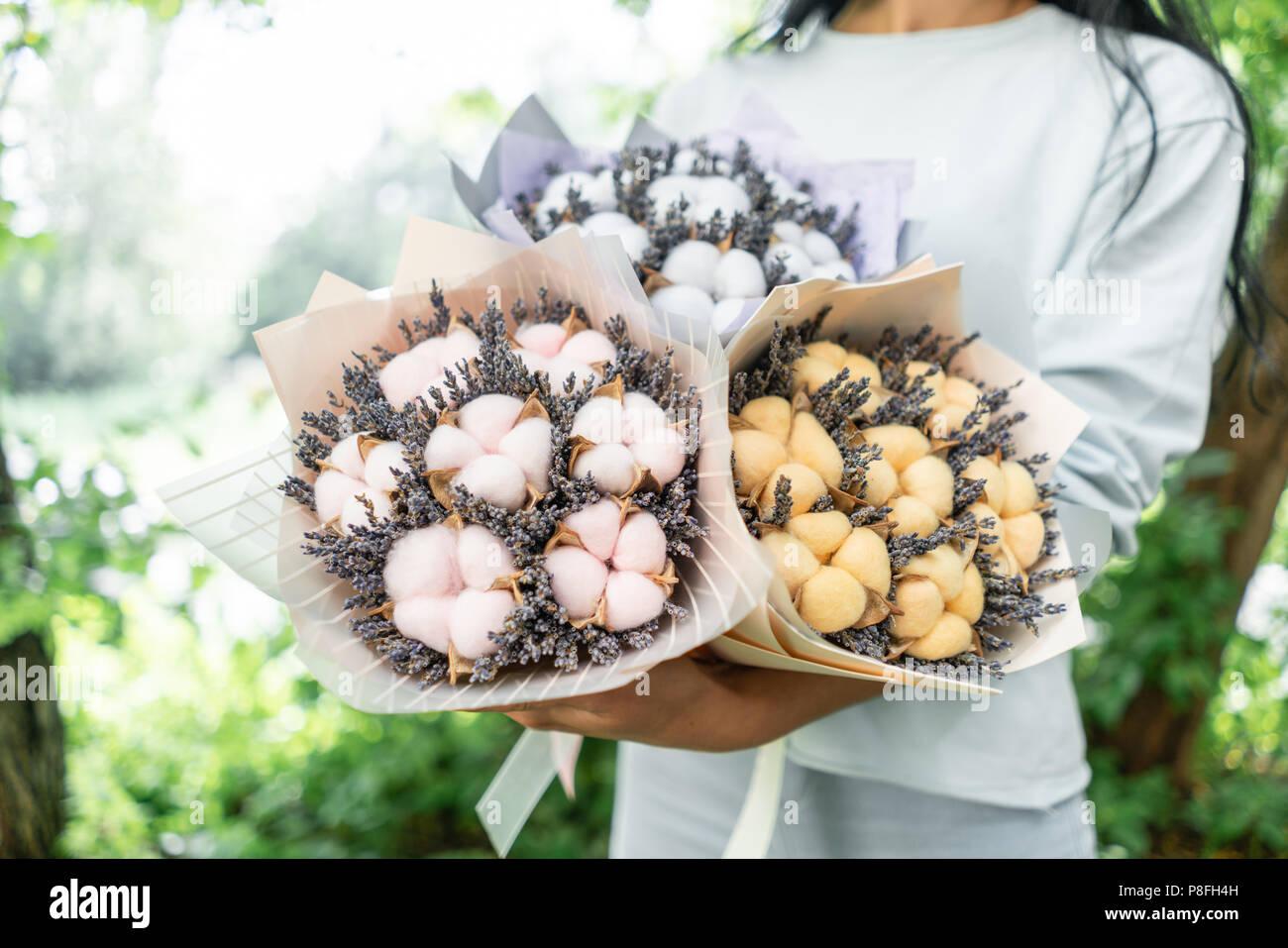 Trois Belles Et Bouquets Differents Avec Lavande En Coton Femme