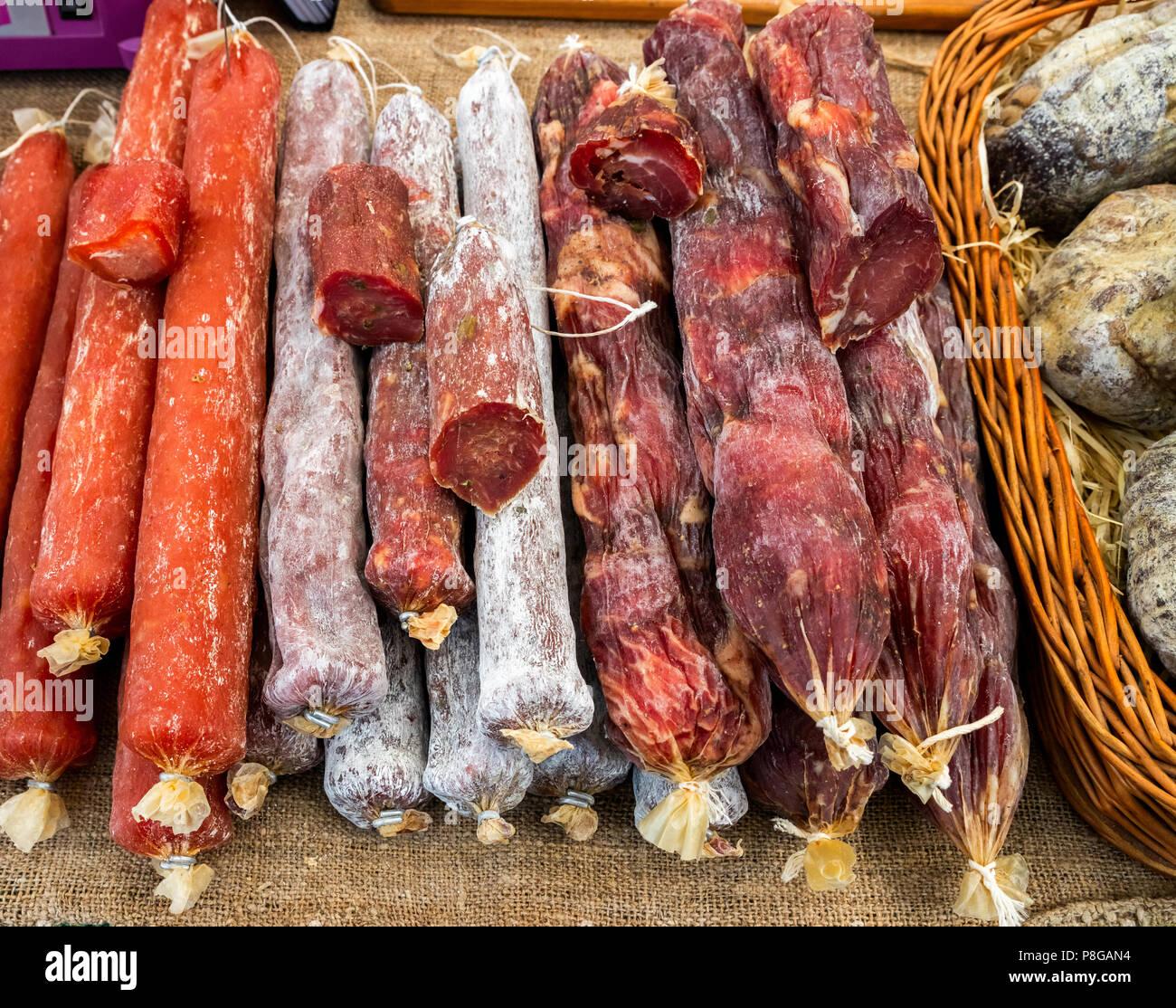 Saucisses fumées de différents temps de cuisson Photo Stock