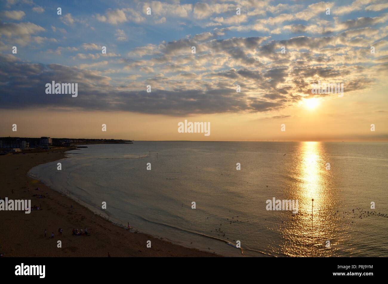 Les couchers de soleil sur le port et la plage de margate kent UK Photo Stock