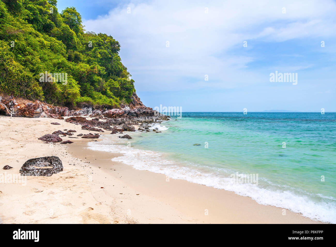 Belle plage de sable en Thaïlande. Photo Stock