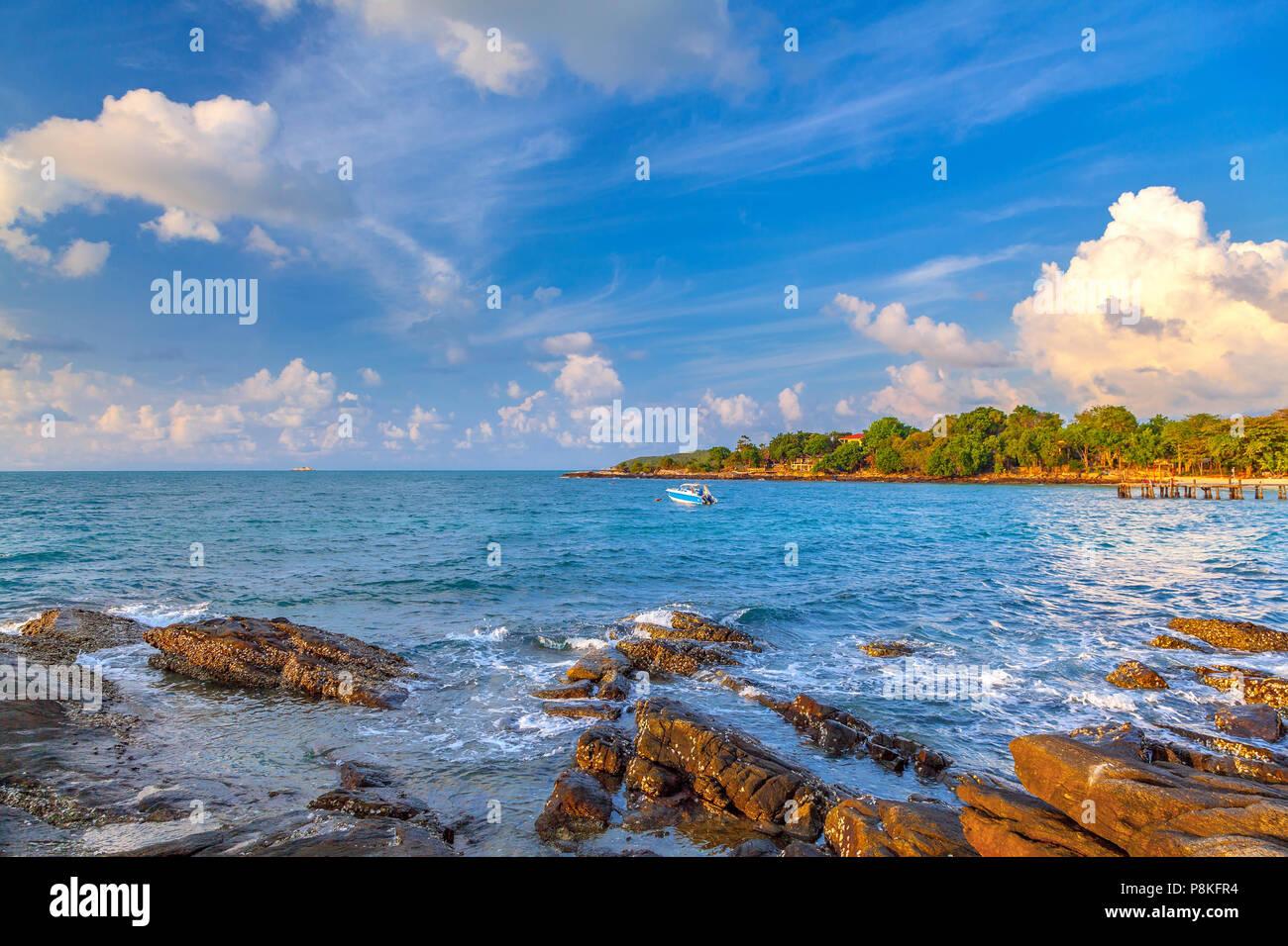 Lever du soleil sur l'île de Koh Samad en Thaïlande. Photo Stock
