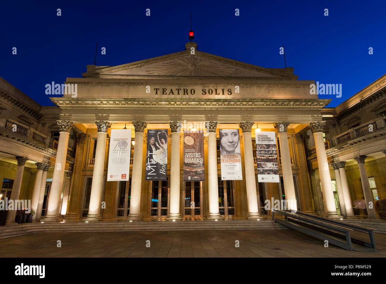 Teatro Solis, théâtre, de nuit, de Montevideo, Uruguay Photo Stock
