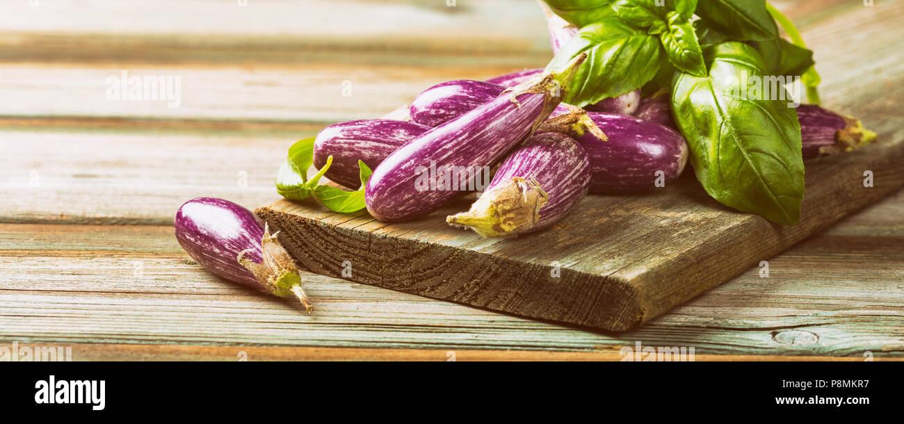 Tas de petite aubergine ou l'aubergine Banque D'Images
