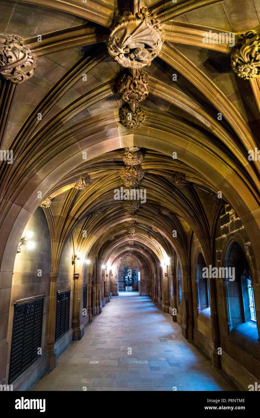 Couloir dans l'intérieur de la bibliothèque John Rylands, Manchester, UK Banque D'Images
