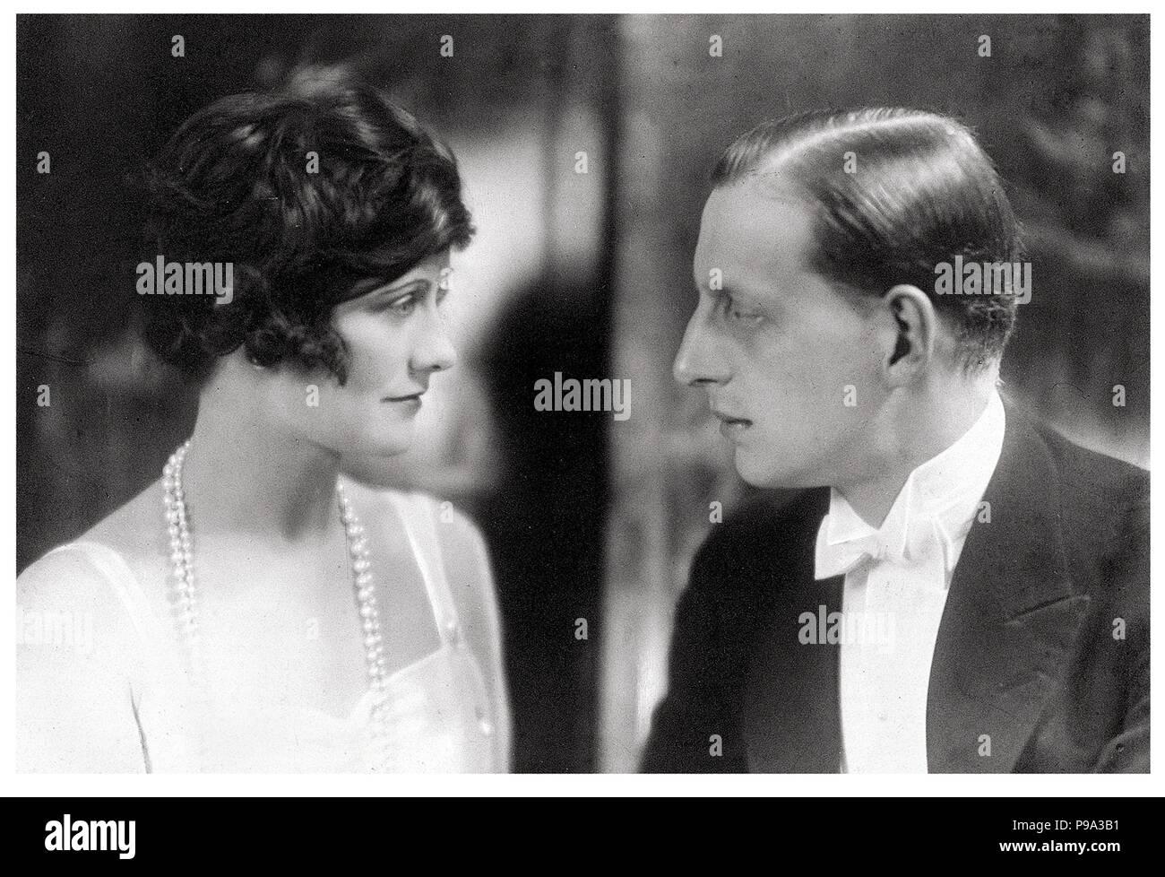 Gabrielle Chanel et Grand-duc Dmitri Pavlovitch de Russie. Musée    collection privée. 13ada087115