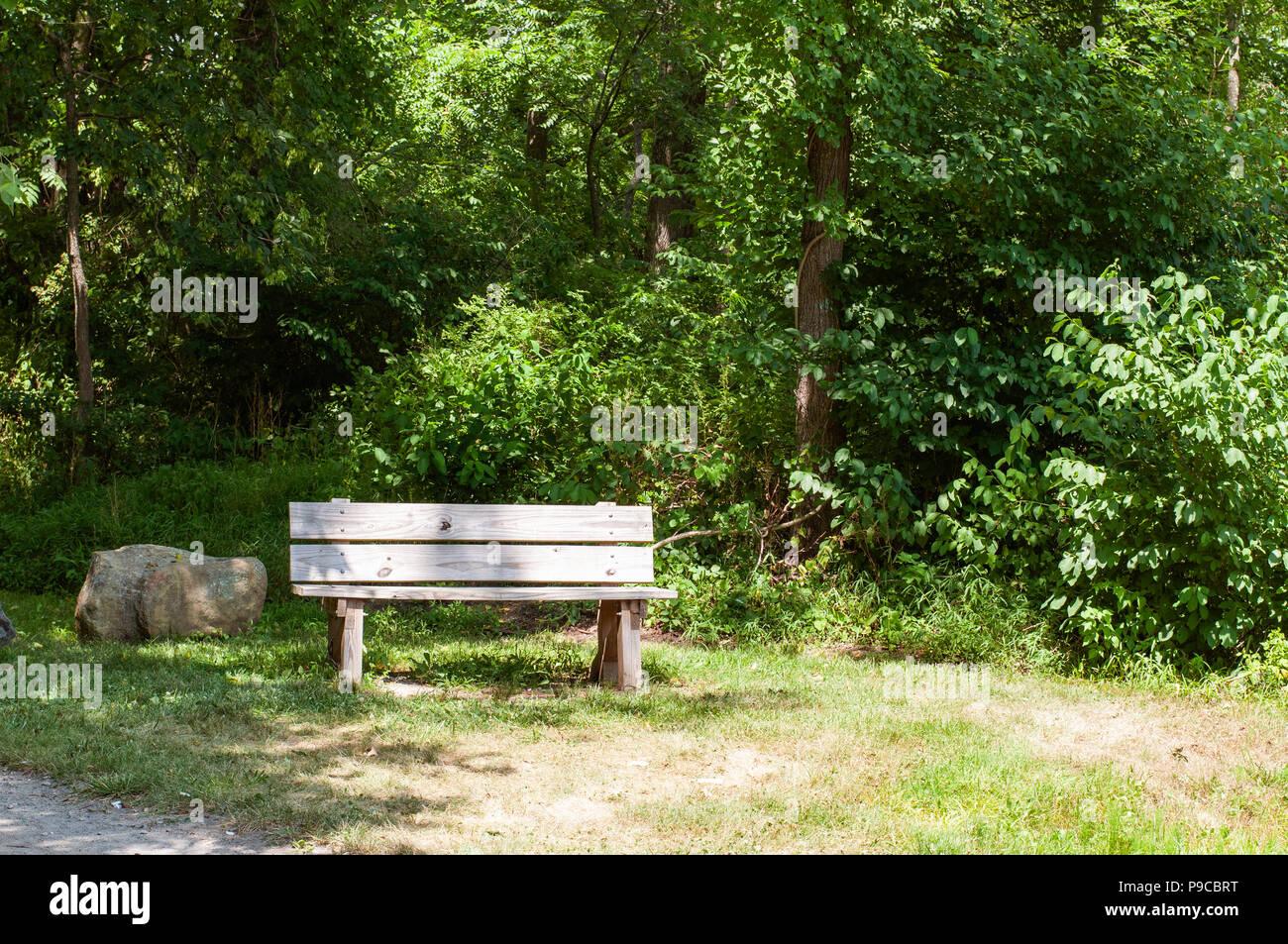 Vieux Banc De Jardin vieux banc de bois vide jardin ou le parc banque d'images