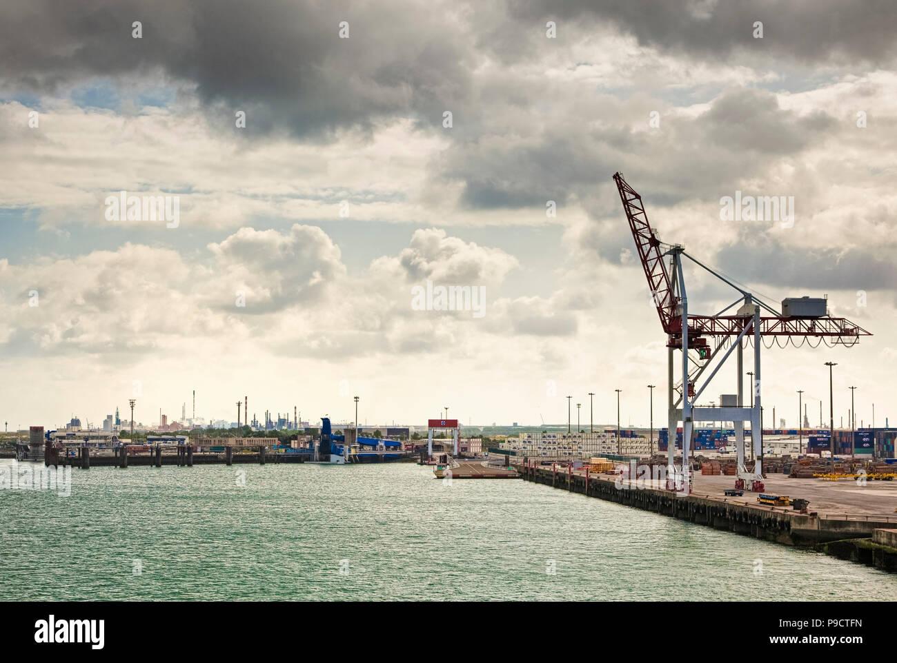 Le port ferry terminal et quais industriels de Dunkerque, France, Europe Photo Stock