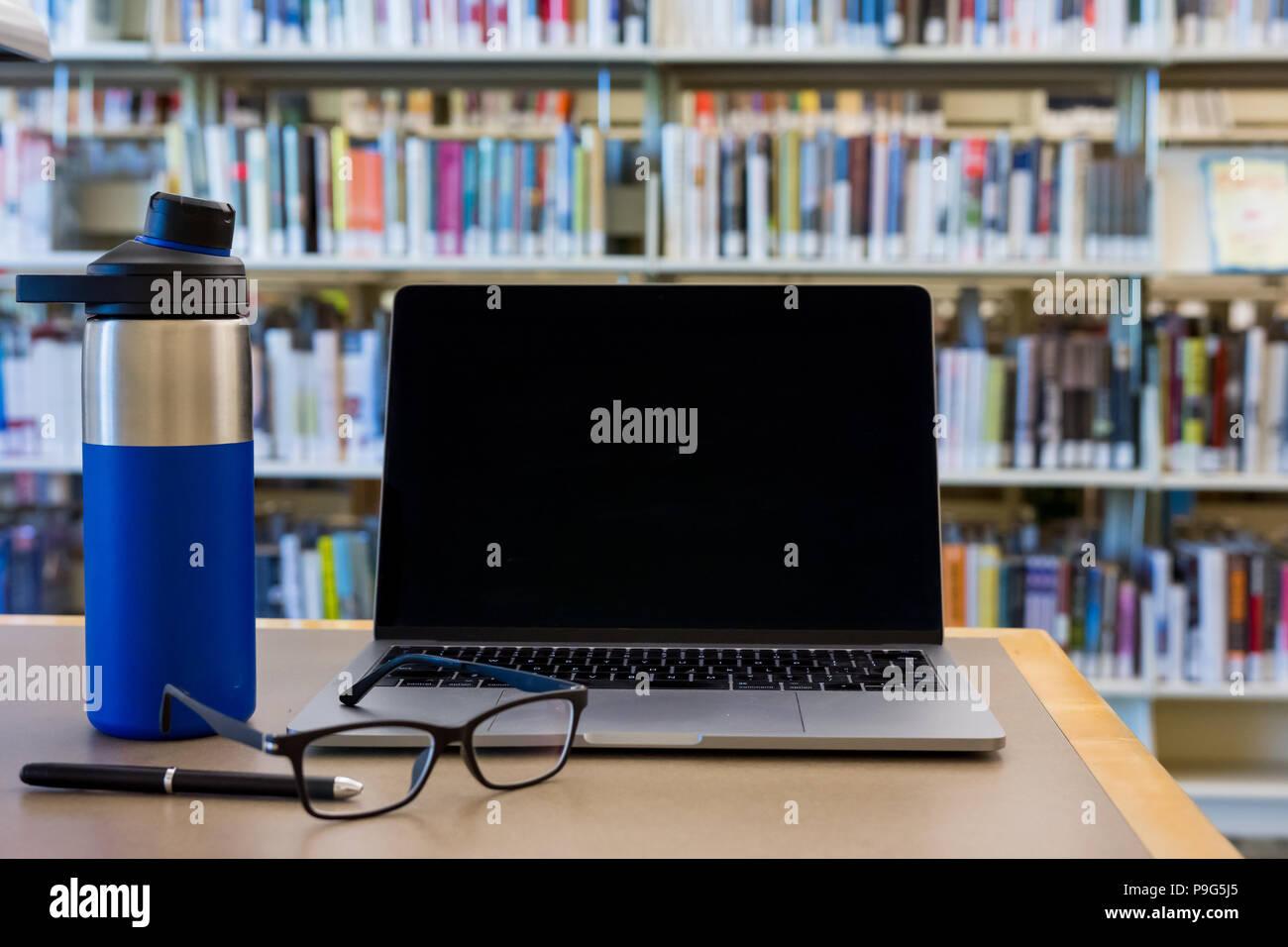 Écran noir ordinateur portable ordinateur bureau avec effets