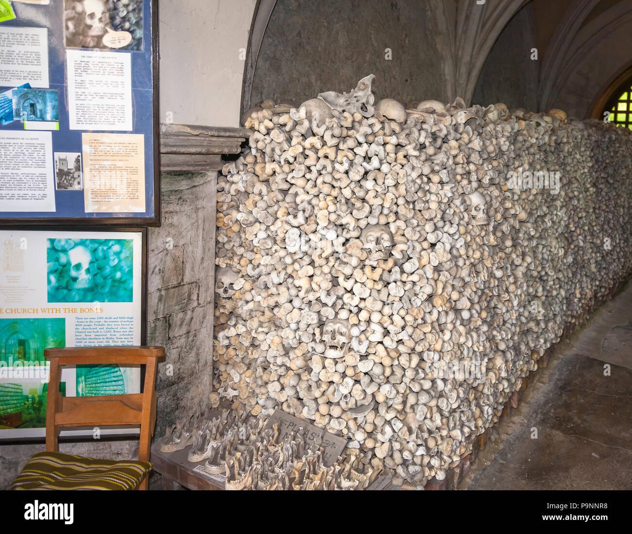 Église St Leonard's dans la ville de Cinque Port Hythe, dans le Kent contient un ossuaire Banque D'Images