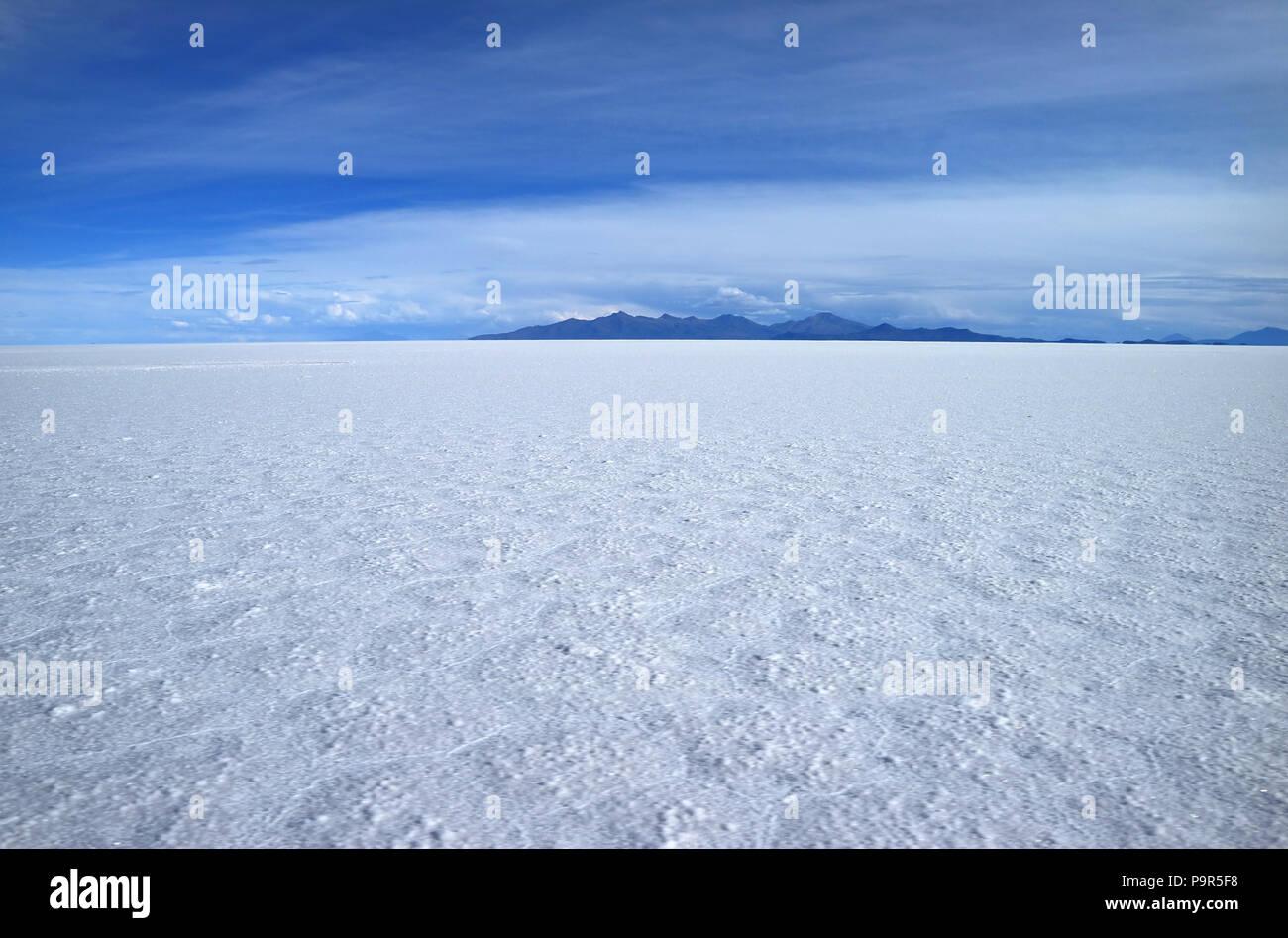 Vue imprenable sur la plus grande télévision sels, Salar de Uyuni à Potosi en Bolivie, Amérique du Sud Photo Stock