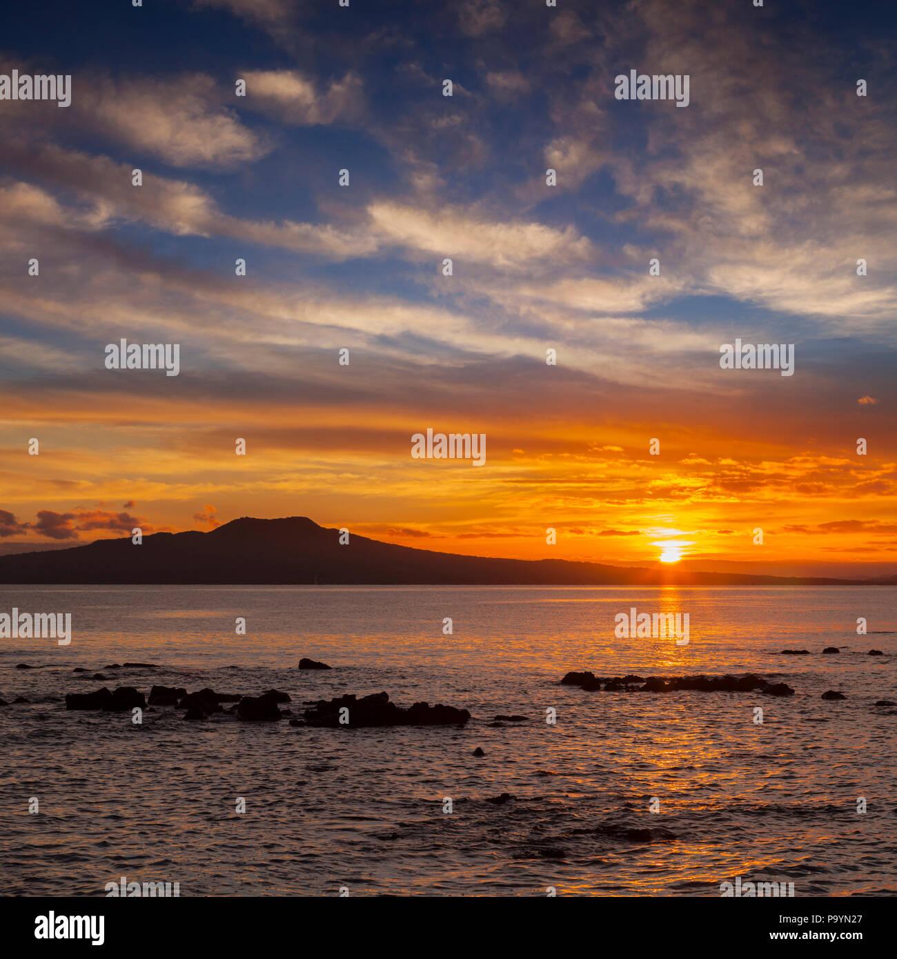 L'Île Rangitoto au lever du soleil, Auckland, Nouvelle-Zélande. Photo Stock