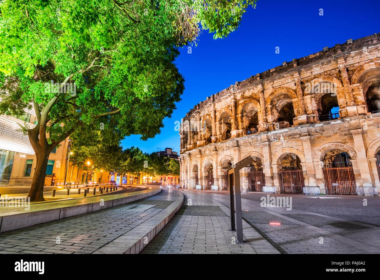 Nîmes, ancien amphithéâtre romain dans la région de l'Occitanie du sud de la France. Magnifique grand Arena. Photo Stock