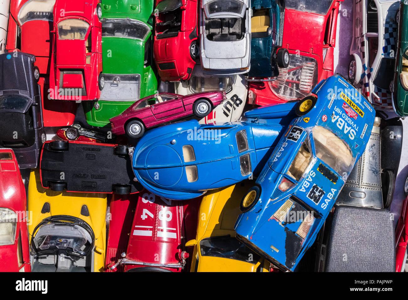 Souvenirs De Sur Magasin Un À Jouets Voiture Coloré Affichage QxWBerdCo
