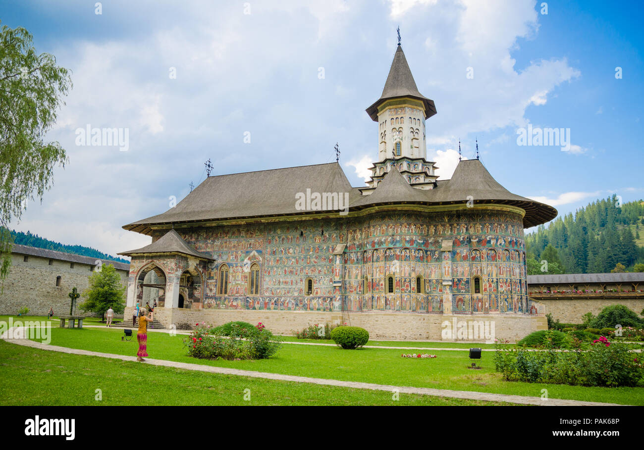 SUCEVITA, ROUMANIE - 8 août 2014: SUCEVITA monastère orthodoxe en Moldavie Région de Roumanie célèbre pour ses scènes peintes religios onn le mur sur un Photo Stock