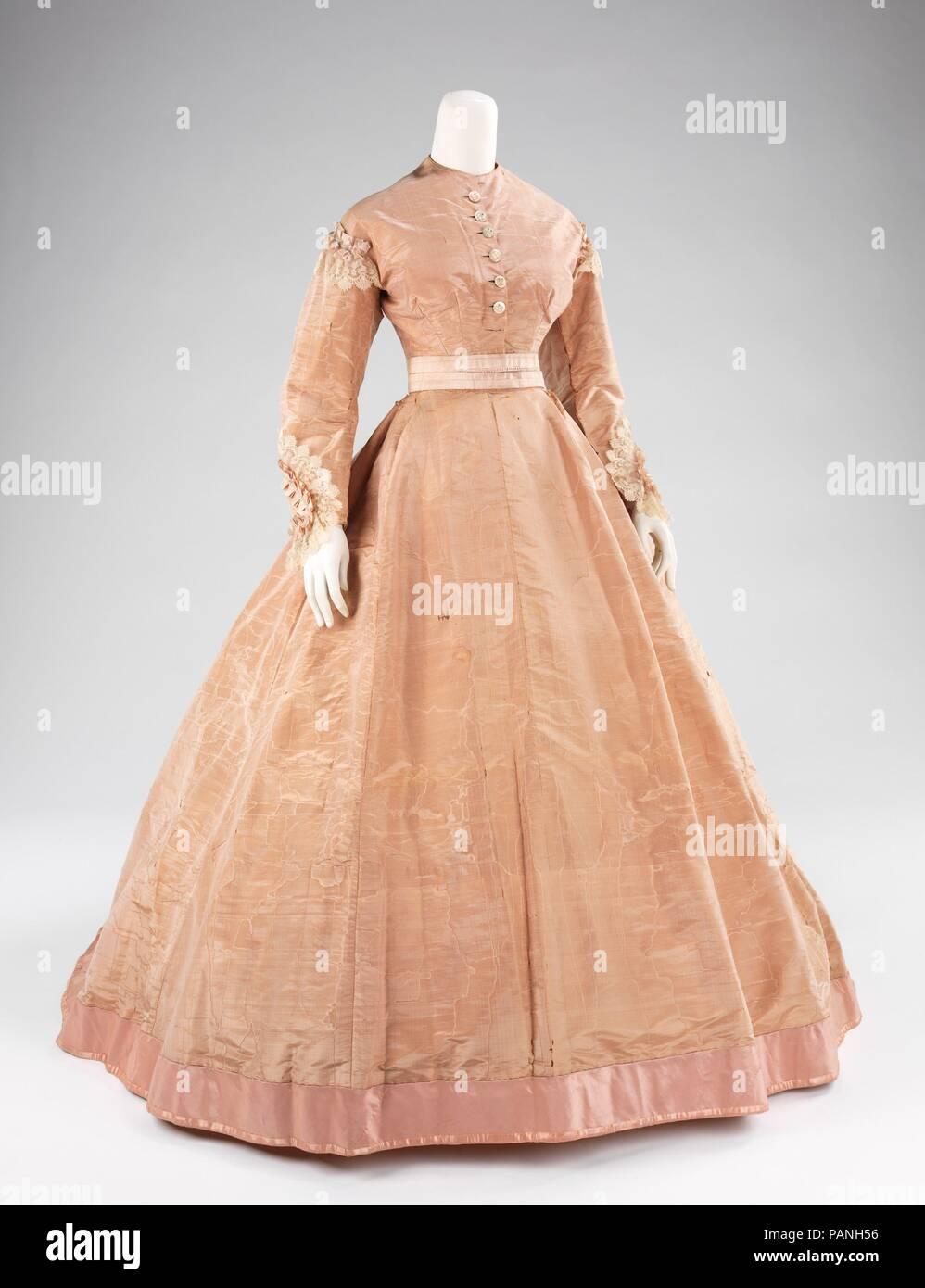 d4c2592fa6e Robe de soirée. Culture   L Américain. Designer   Mme. Olympe (Américain