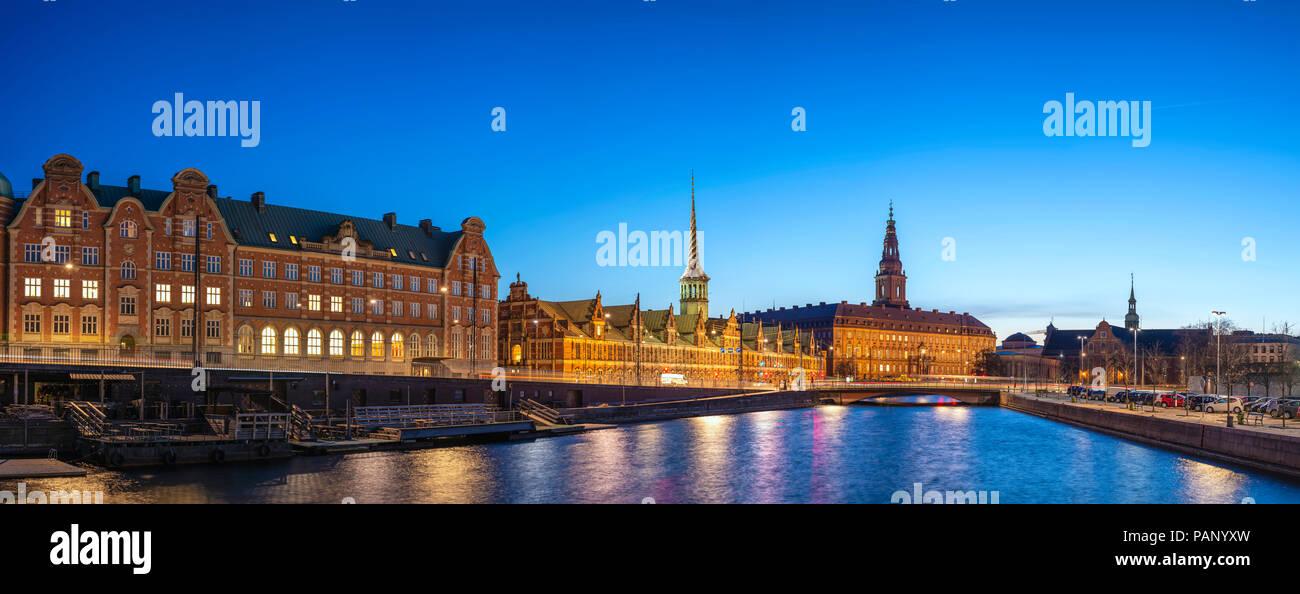 Nuit sur la ville de Copenhague à Copenhague, le port panorama Danemark Copenhague Photo Stock