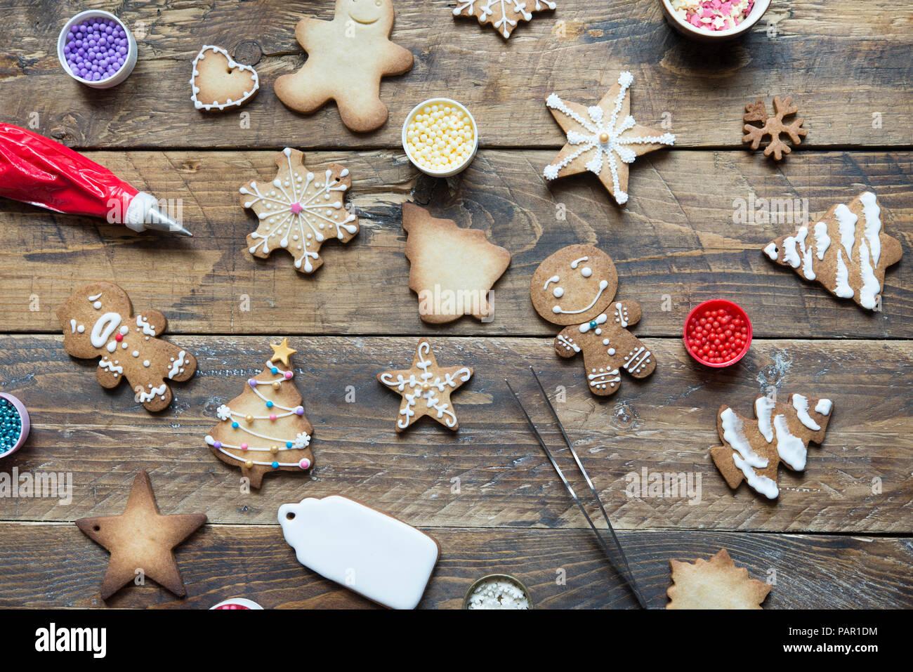 Divers Gingerbread Cookies sur bois Banque D'Images