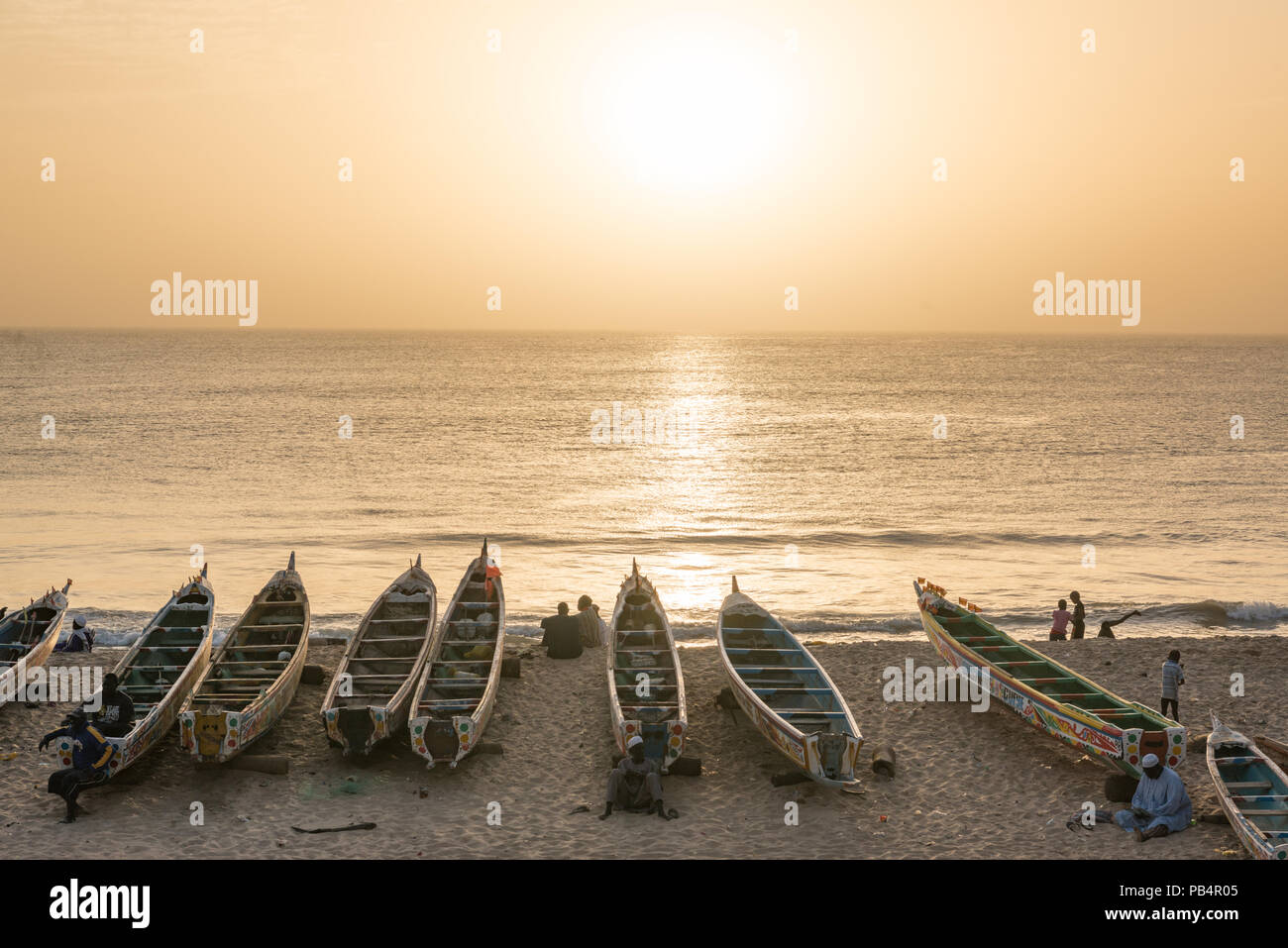 Coucher du soleil sur la plage de Toubab Dialao, Sénégal Photo Stock