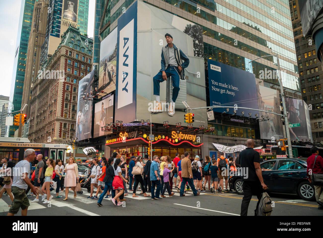 0cb9fb387e La publicité pour voiture, un fabricant de smart assurance, à Times Square  à New