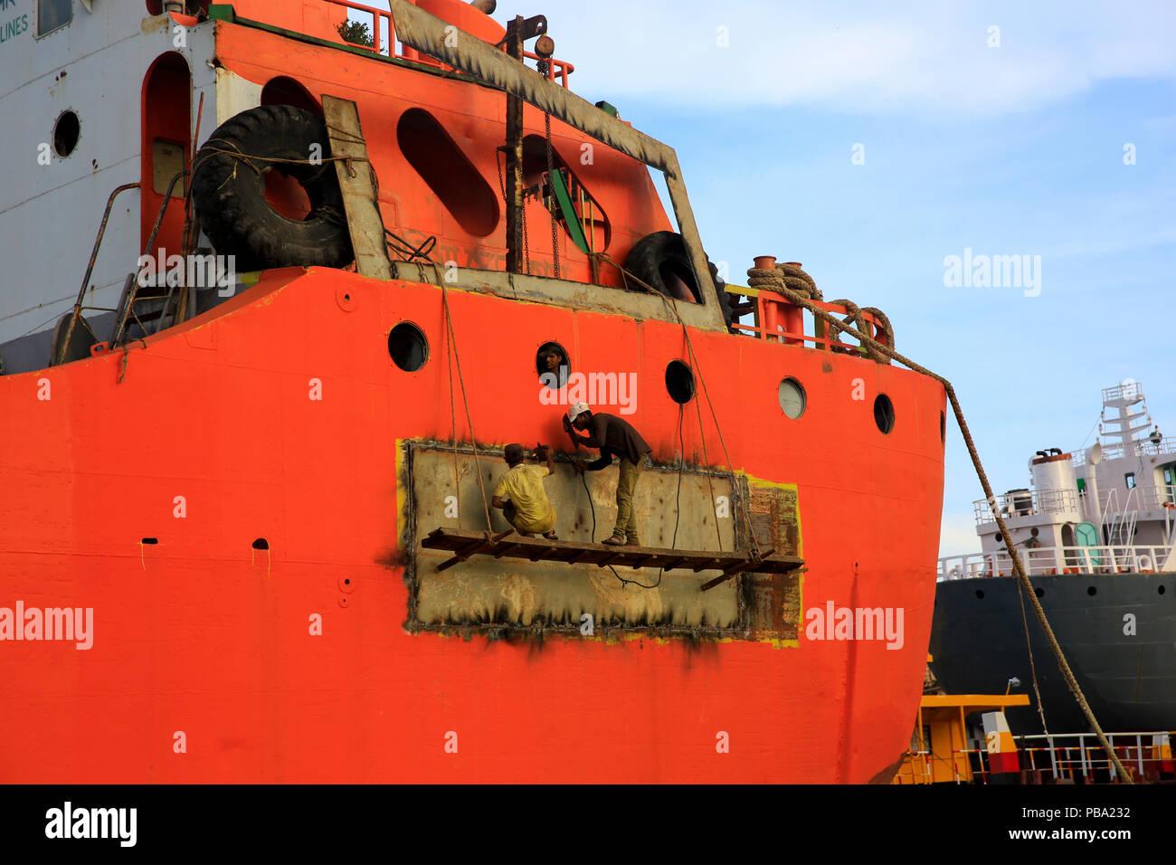 Ship Servicing Photos & Ship Servicing Images - Alamy