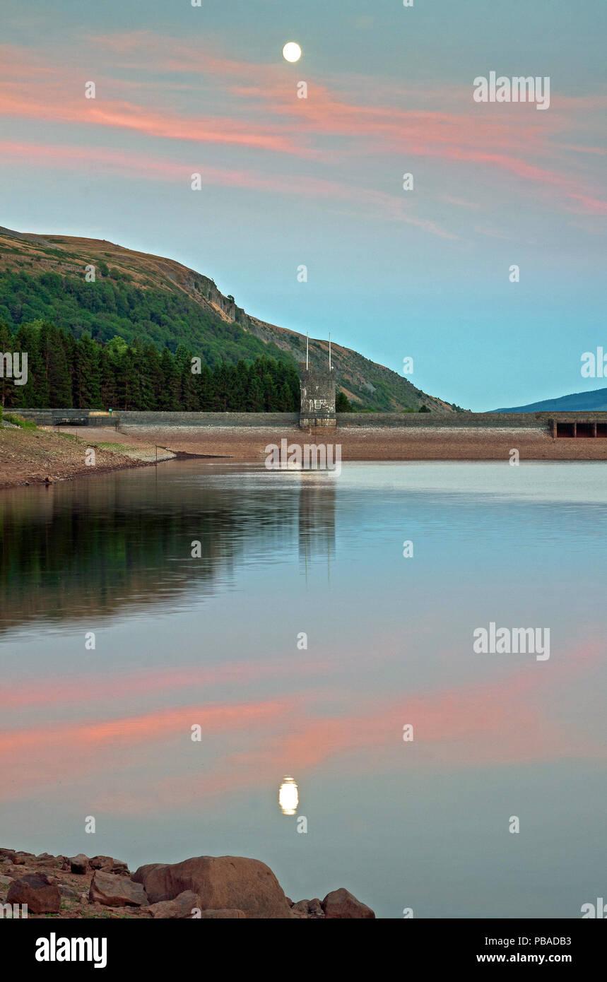 Moonlight, réservoir Llwyn Onn, Brecon Beacons, Powys, Wales, UK Photo Stock
