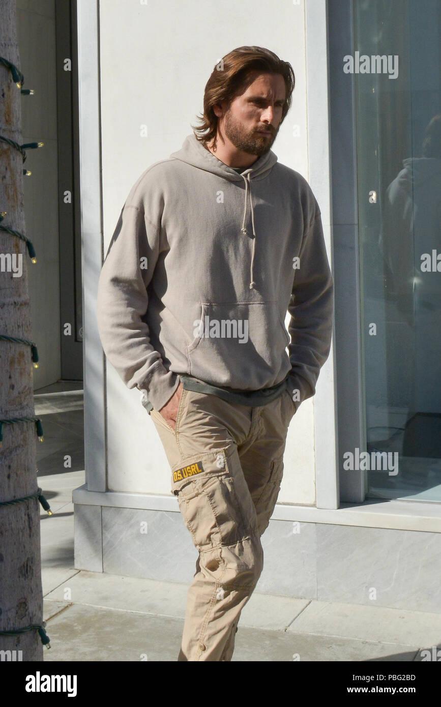 Scott Disick portant sur un mode d hiver très chaud dans la journée, que  nous avons aperçu l émission de télé réalité star portant un chandail alors  que ... 564b1bac7615