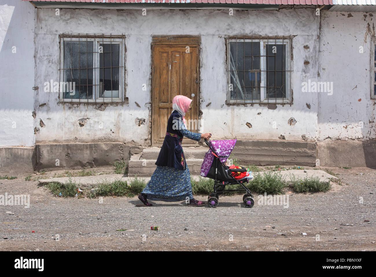 Vie locale du village, Sary Mogul, Kirghizistan Photo Stock