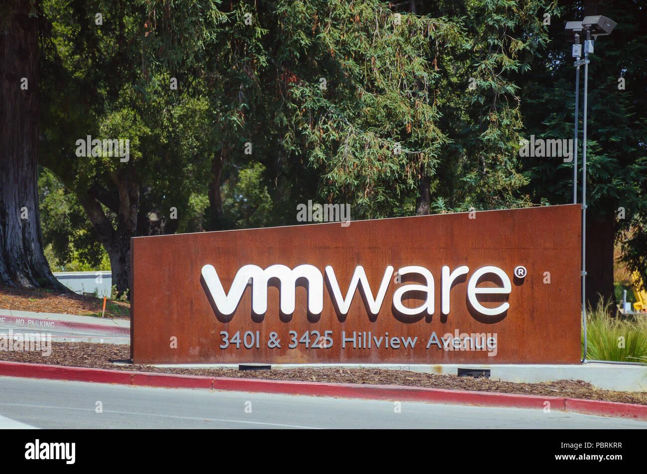 Palo Alto, CA: VMWare Inc. VMware fournit le cloud computing et la virtualisation de la plate-forme de logiciels et de services. C'est une filiale de Dell Technologies. Photo Stock