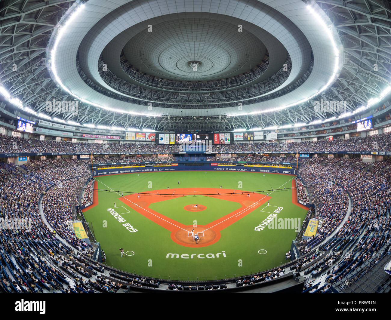 L'Osaka Orix Buffaloes jouer les Hokkaido Nippon Ham Fighters dans l'Kyocera Dome à Osaka du baseball professionnel japonais l'action. Photo Stock