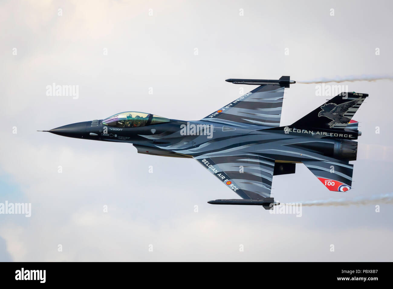 Fairford, Gloucestershire, Royaume-Uni - Juillet 14th, 2018: la Force Aérienne Belge Lockheed Martin General Dynamics F-16 Fighting Falcon termine son Aerobatic Displ Banque D'Images
