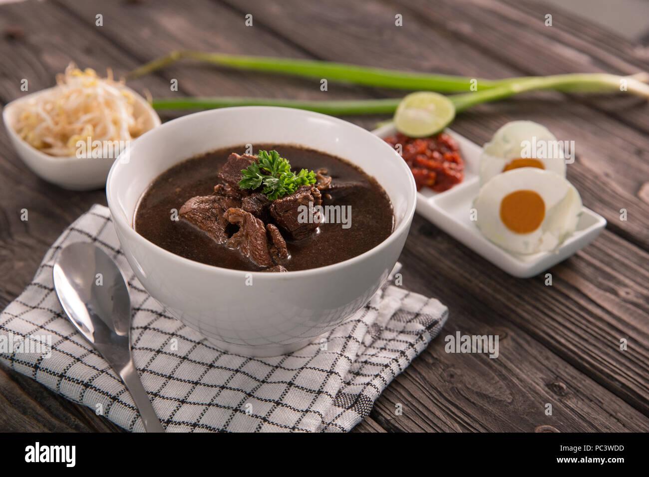 Boeuf traditionnel indonésien. Rawon soupe noire Photo Stock