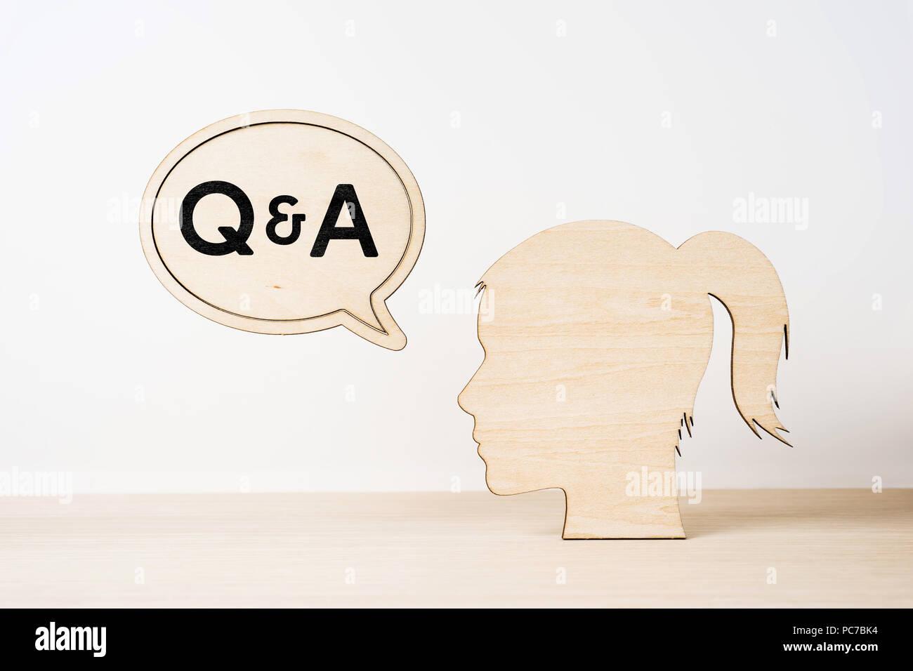 Entreprise et design concept silhouette fille en bois avec tête