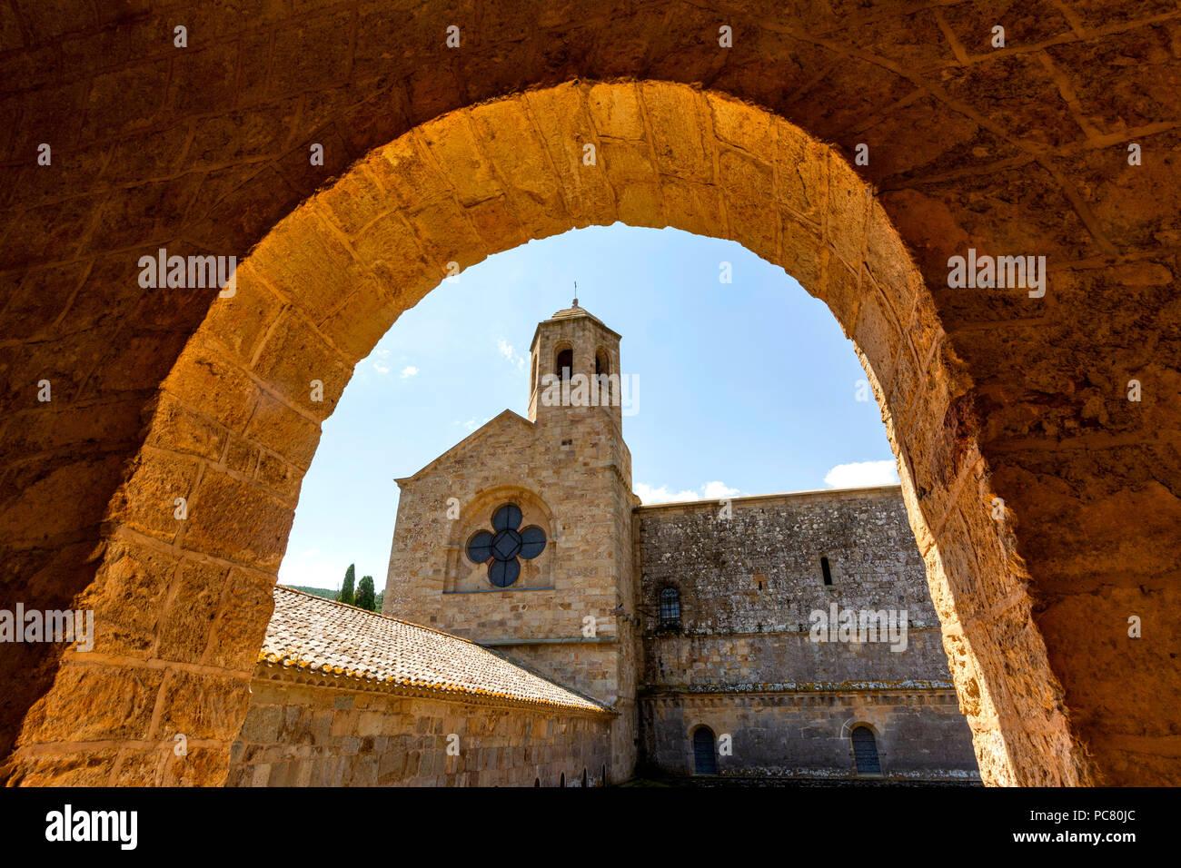 Abbaye Sainte-Marie de Fontfroide ou Abbaye de Fontfroide près de Narbonne, Aude, Occitanie, France, Europe de l'Ouest Banque D'Images